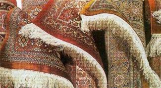 Как убрать неприятные запахи с ковров