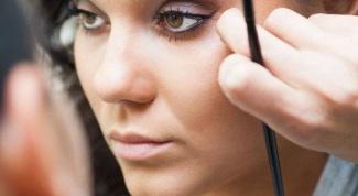 Как быстро превратить дневной макияж в вечерний