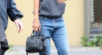 С чем носить синие джинсы?