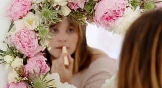 Как сделать необычное цветочное зеркало