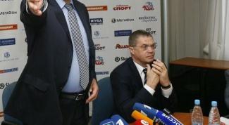 Владислав Третьяк (cлева) и Александр Медведев считают количество возможных легионеров?