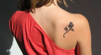 What does the tattoo rose