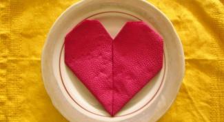 Как сделать сердце из салфеток на праздничный стол