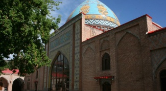 Какую религию в основном исповедуют армяне