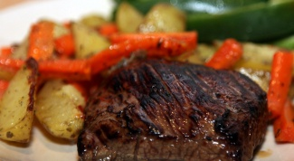 Говяжьи стейки с жареным картофелем