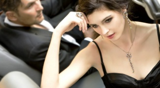 How to attract the attention of wealthy men