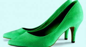 What to wear with green shoes