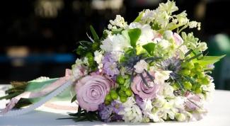 Как красиво преподнести девушке букет цветов