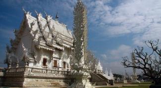 Как выглядит одежда для посещения храмов в Тайланде