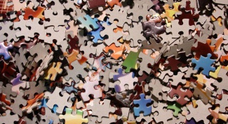 How to learn to assemble large jigsaw puzzles
