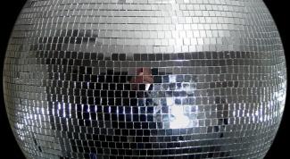 Зачем нужен зеркальный шар на дискотеке