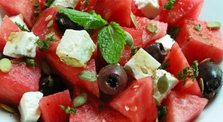 Как приготовить салат из арбуза