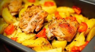 Простой рецепт курицы с картошкой в духовке