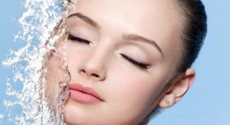 Как умываться минеральной водой