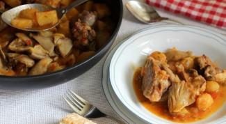 Как потушить баранину с картошкой и вешенками