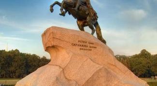 В каком городе России самые красивые памятники