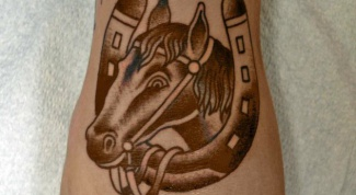 Что означает татуировка лошадь