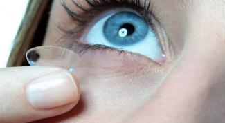 Как выбрать раствор для контактных линз
