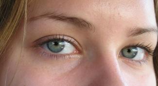 Почему кожа под глазами становится сухой