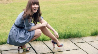 What shoes suitable for blue dress