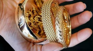 Why gold jewelry the skin is black stripe