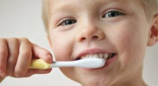 Почему у детей разрушаются молочные зубы