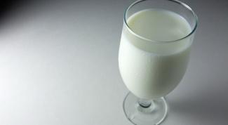 Что полезней пить на ночь-  кефир или молоко?