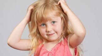 От чего малыш может чесать голову