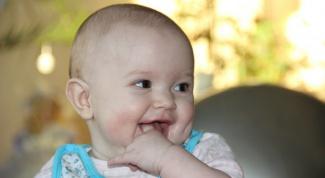 Как предотвратить раздражение от слюней у ребенка