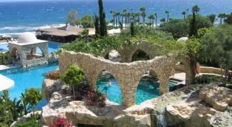 Каким морем омывается Кипр