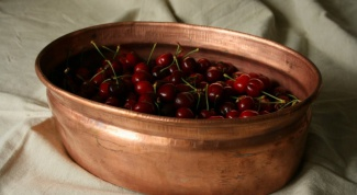 Why jam recommend cooking in a copper pot