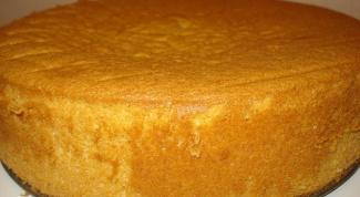 При какой температуре выпекать бисквит
