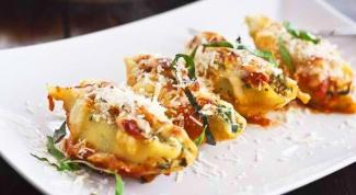 Ракушки, фаршированные сыром и шпинатом