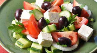 Как приготовить классический греческий салат (Horiatiki)