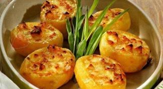 Картофель, фаршированный креветками