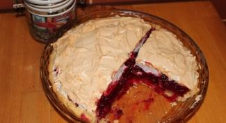 Клюквенный пирог с меренгами