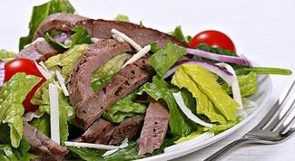Warm salad with beef