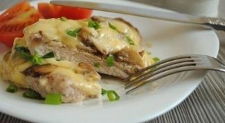 Как приготовить свиные отбивные с сыром