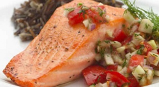 How delicious to cook salmon in the oven