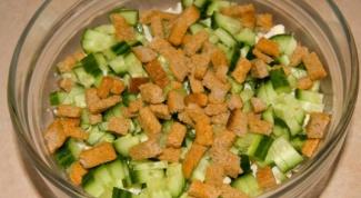 Салат с сухариками: рецепт