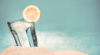 Какие напитки полезно пить летом