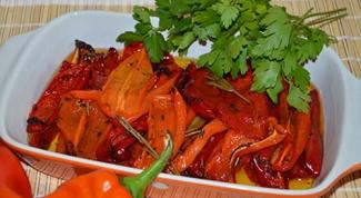 Постные блюда: перец по-болгарски, картофельные оладьи, яблоки печеные