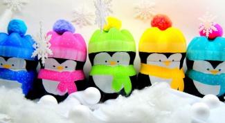 Пингвины из пластиковых бутылок: эффектное новогоднее украшение