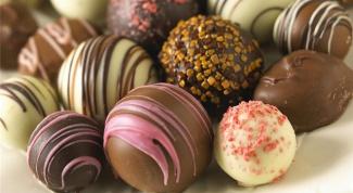 Шоколадные шары: мастерим украшения на елку