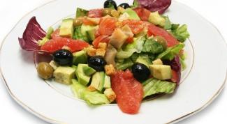 Куриное карпаччо с авокадо, оливками и чесноком