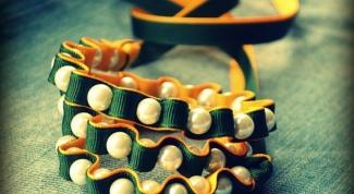 Как сделать браслет из ленточек и бусин