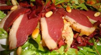 Утиная грудка с соусом-капучино из сельдерея