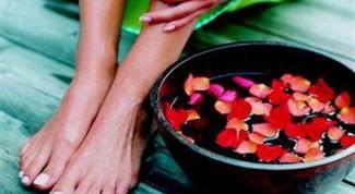 Питательные ванночки для ног с отварами трав