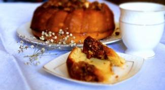 Кекс с имбирем и ореховым топпингом