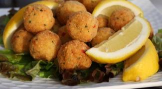 Постные блюда: рыбные ежики в капусте